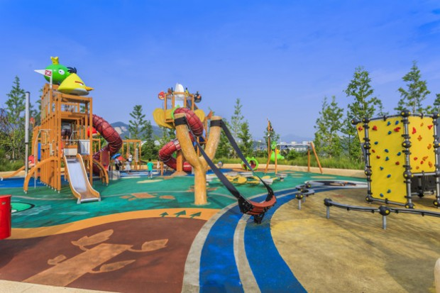 ground-red-outdoor-child-complex-colorful_1417–494
